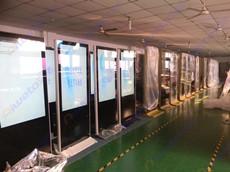 艾维图112台50寸土豪金立式广告机发往山东菏泽市
