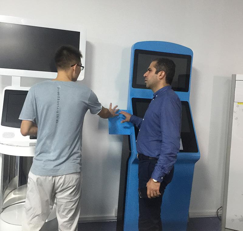 迪拜客户来访,与液晶拼接商用显示产品更近一步合作交流