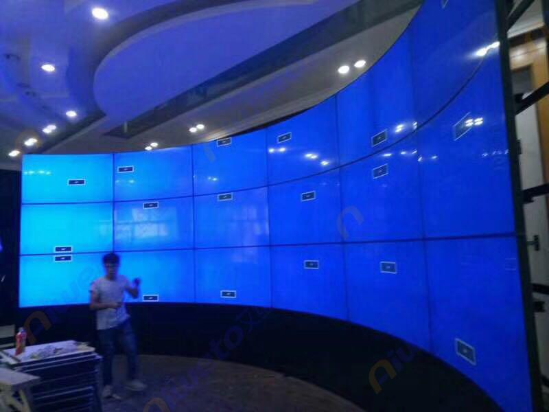 艾维图18台55寸弧形大屏幕液晶拼接解决方案及案例展示:进驻昆明某企业会议室