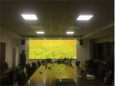 【新疆喀什拼接屏】12台55寸无缝拼接屏厂家安装在新疆喀什大学智慧校园会议室